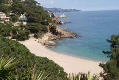 Stunning house with pool and separate house for personnel on the first sea line in Costa Brava